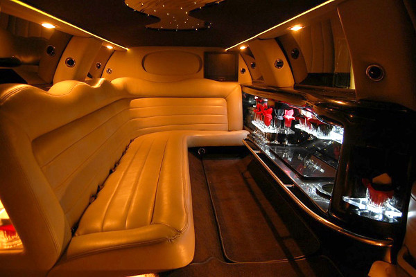 8 Person Lincoln Limo Service Omaha