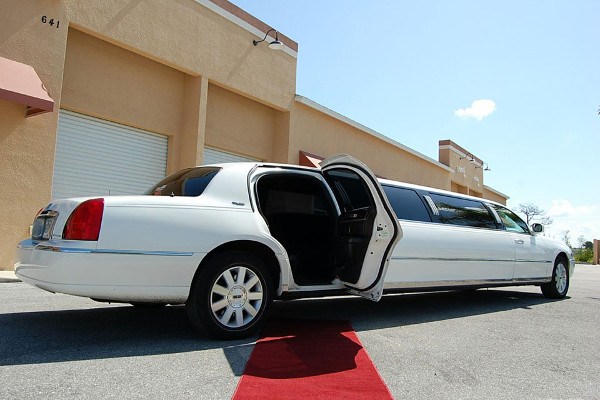 8 Person Lincoln Stretch Limo Omaha
